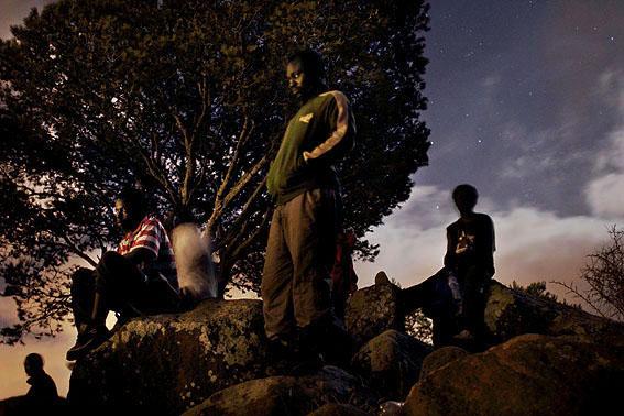 0005gurugu inmigrantes CAMERUNmiran las luces de Melilla