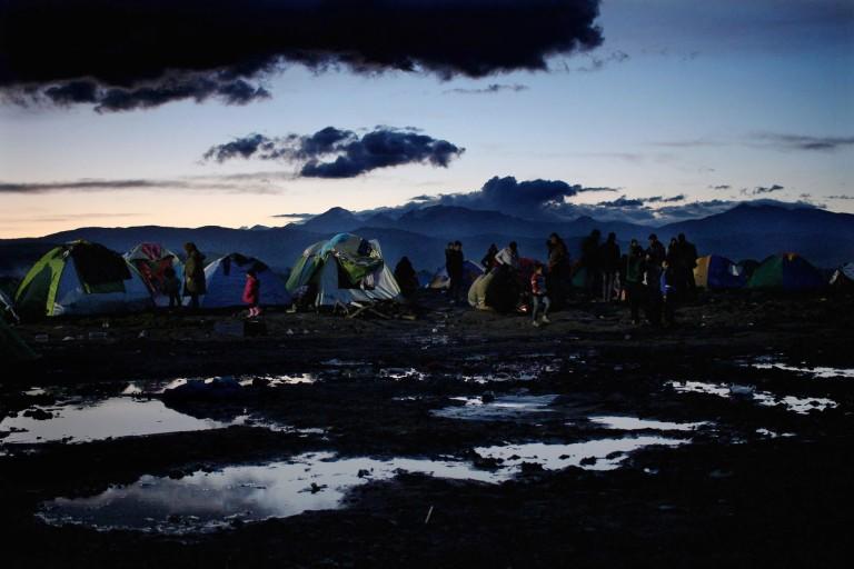 00010 tiendas en el campamento de Idomeni, las condiciones de vida son muy duras, la concentración de más de 10.000 personas hace que cada día que pase sea más difícil poder tener una estancia digna en este lugar