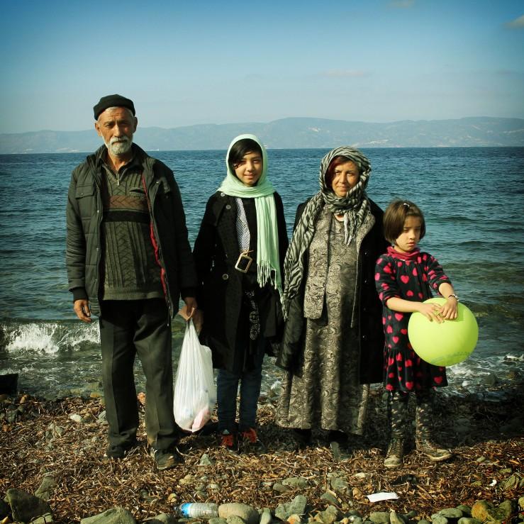 0004Anuar y Zaina con sus hijas Massome y Fátima provenientes de Mazor Afganistán, se dirijen a Alemania