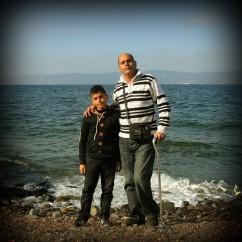 """0008Abdoula Abadi de 45 años y su hijo Adam Abadi vienen de Yarmouk en Siria, """"nos fuimos mi hijo y yo porque no teníamos mas dinero para poder viajar con toda la familia,jpg"""