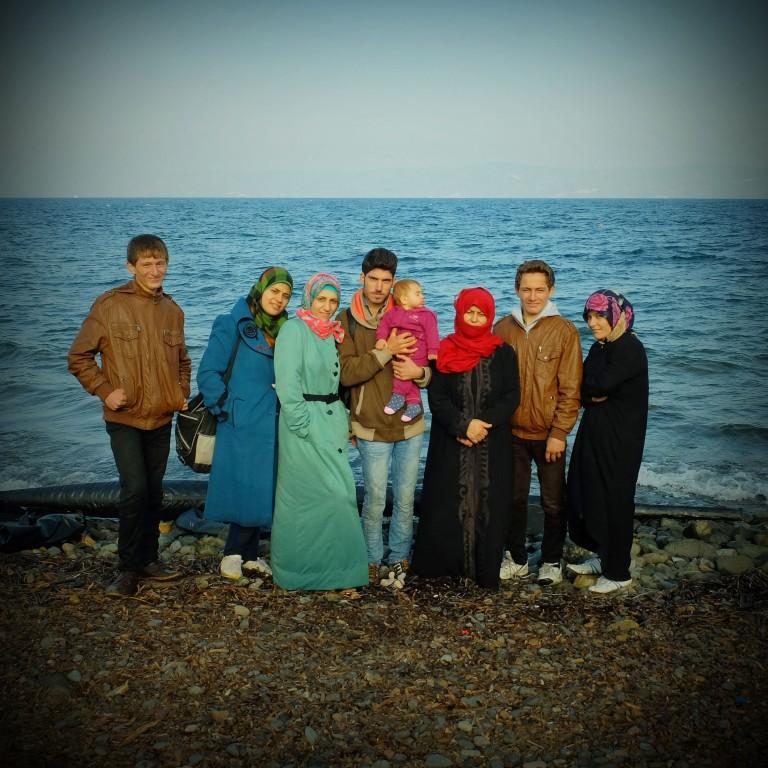 0009Ahmed, Sara i su hijo Sham , con sus familiares Fatima, Bshcka, Fatima, Mustafa, y Kalid, se fueron de Alepo y su sueño es llegar a Alemania para que los suyos puedan tener una oportunidad